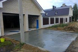 Укладка асфальта на территории перед гаражом